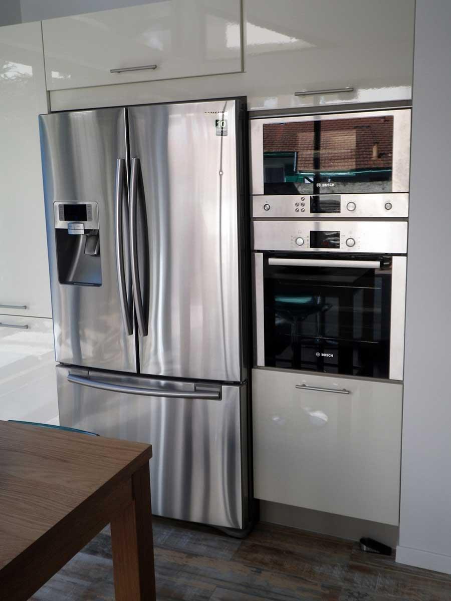 frigo americain dans cuisine equipee cuisine noir et blanc frigo amricain bloc mur frigo et. Black Bedroom Furniture Sets. Home Design Ideas